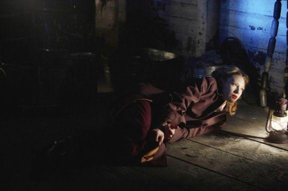Fringe: Anna Torv in una scena dell'episodio musicale Brown Betty