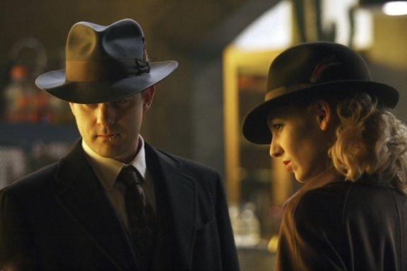 Fringe: Joshua Jackson ed Anna Torv in una delle prime immagini dell'episodio musicale Brown Betty