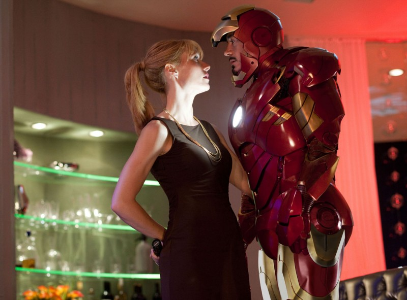 Gwyneth Paltrow e Robert Downey Jr. in una scena di Iron Man 2