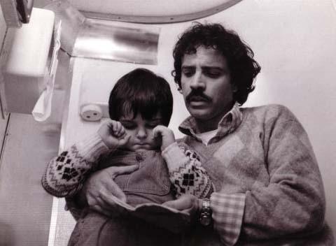 il piccolo Lorenzo Aiello con Montesano nel film Amore in prima classe