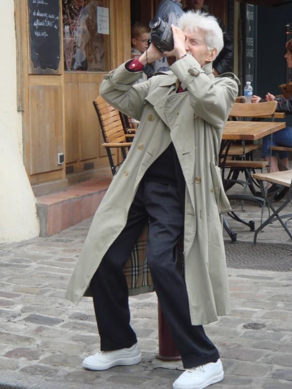 Il regista Alain Resnais sul set del film Gli amori folli