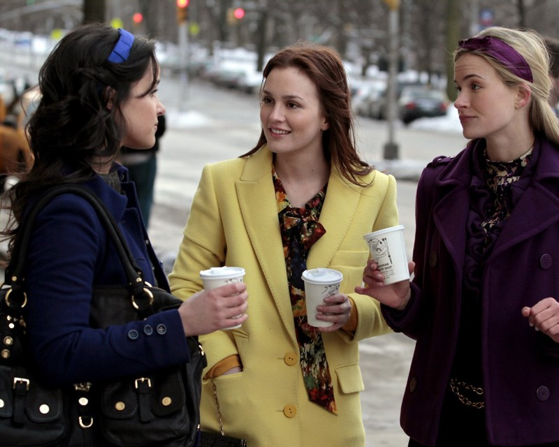 Leighton Meester e le sue discepole nell'episodio It's a Dad, Dad, Dad, Dad World di Gossip Girl