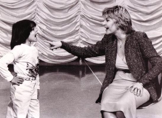 Lorenzo Aiello accanto a Vanna Brosio a Domenica In nell'81