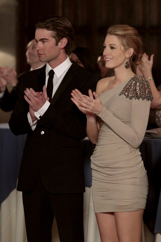 Nate (Chace Crawford) e Serena (Blake Lively) applaudono, in una sequenza dell'episodio It's a Dad, Dad, Dad, Dad World  di Gossip Girl