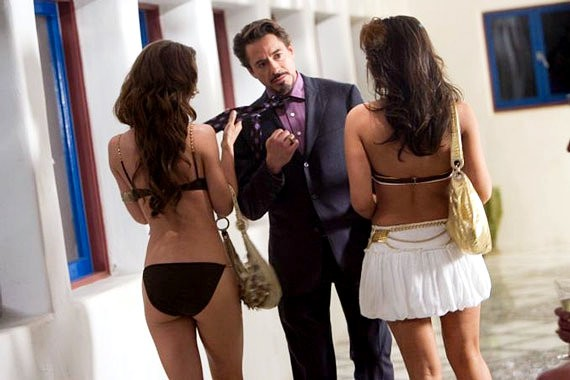 Robert Downey Jr., bello tra le donne in iron Man 2