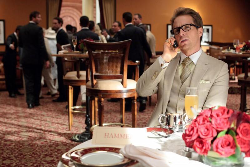Sam Rockwell nei panni del subdolo Justin Hammer nel film Iron Man 2
