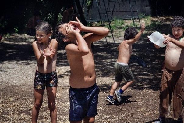Un'immagine degli allegri bambini del film Sotto il Celio Azzurro