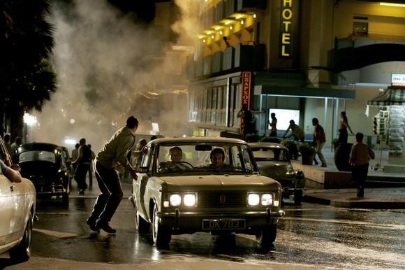 Un'immagine del cupo paesaggio urbano dal noir Vendicami
