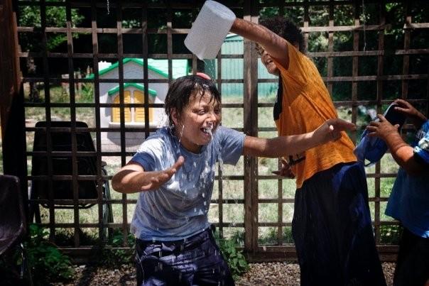 Un'immagine della spensieratezza dei bambini dal film Sotto il Celio Azzurro