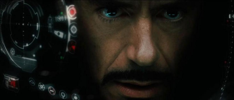 Un intenso primo piano di Robert Downey Jr. dal film Iron Man 2