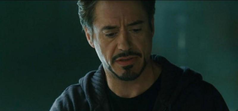 Un perplesso Robert Downey Jr. nel film Iron Man 2