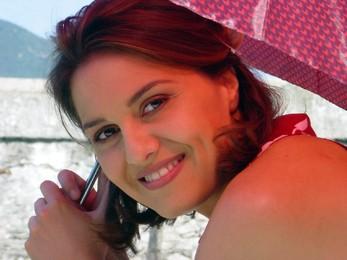 Una sorridente Paola Cortellesi sul set del film La fisica dell'acqua