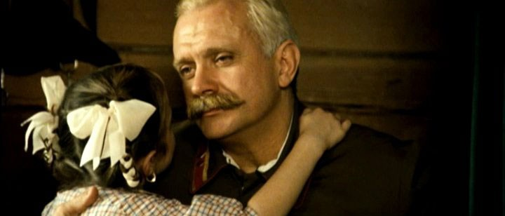 Nikita Mikhalkov in una sequenza del film Utomlyonnye solntsem 2
