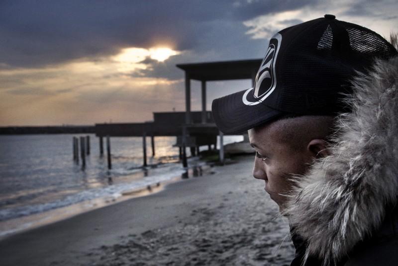 Primo piano di Nader Sarhan dal film Fratelli d'Italia
