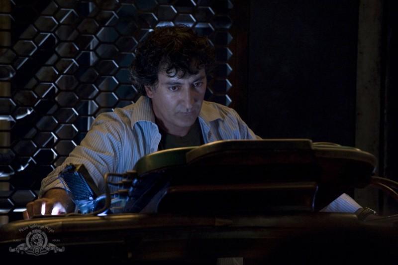Adam (Peter Kelamis) in una scena dell'episodio Human di Stargate Universe
