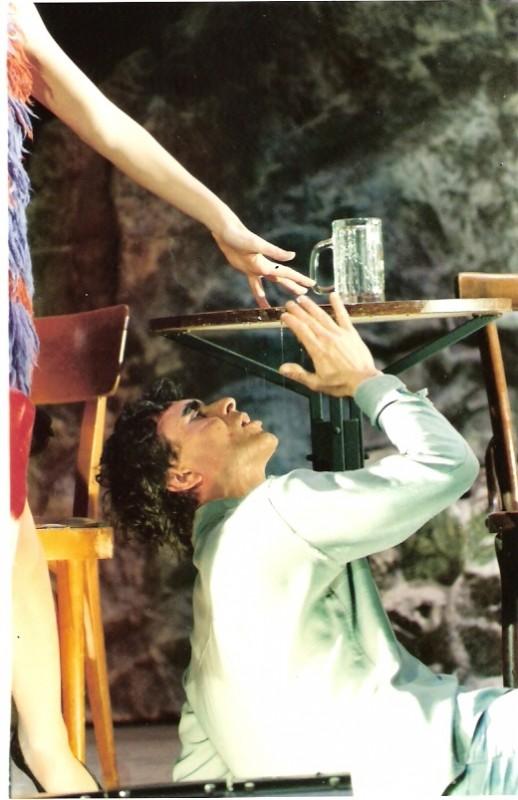 Antonio Orfanò in una scena della piece Upupa My Dream is My Rebel King (ph: Tommaso Le Pera)