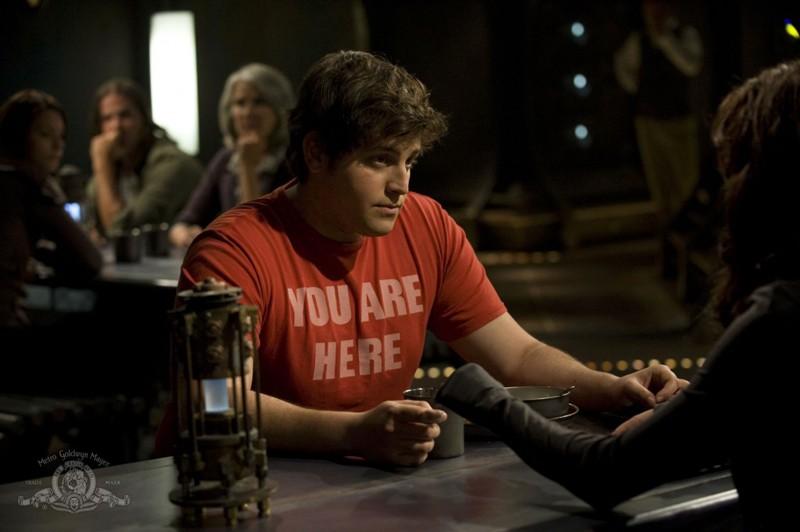 Eli (David Blue) in un momento dell'episodio Human di Stargate Universe