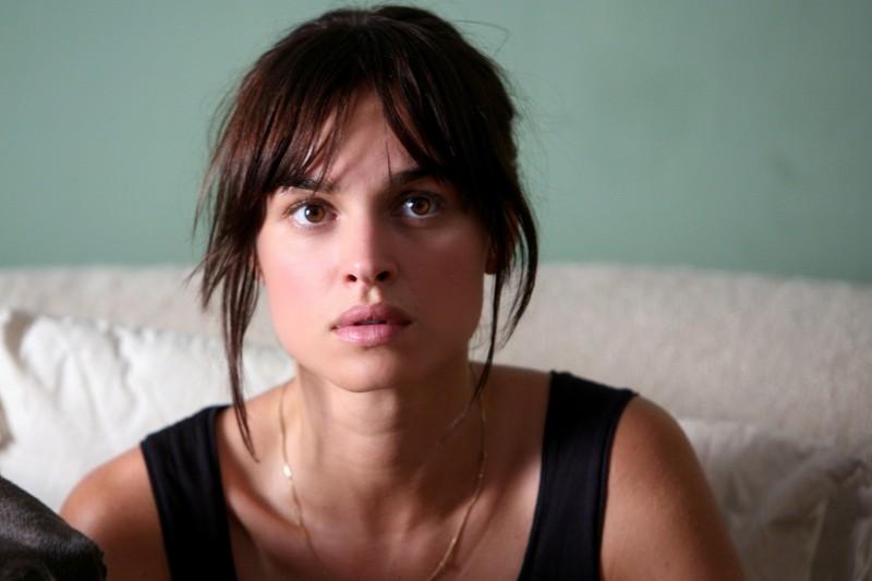 Kasia Smutniak in una scena di Scontro di civiltà per un ascensore a Piazza Vittorio