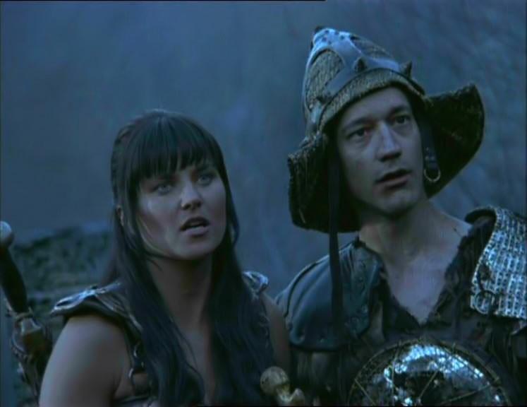 Lucy Lawless e Ted Raimi in Xena e le baccanti, episodio di Xena principessa guerriera