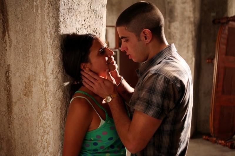 Marco Rossetti e Kesia Elwin in una scena di Scontro di civiltà per un ascensore a Piazza Vittorio