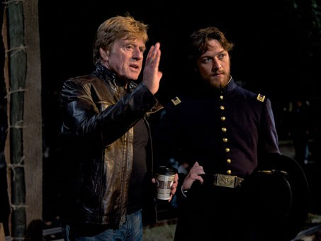Robert Redford istruisce James McAvoy sul set di The Conspirator