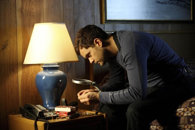 Fringe: Joshua Jackson in una scena dell'episodio Northwest Passage