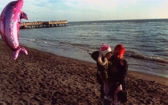 Patrizia Gerardi e la piccola Asia Crippa in una tenera immagine del film Non è ancora domani