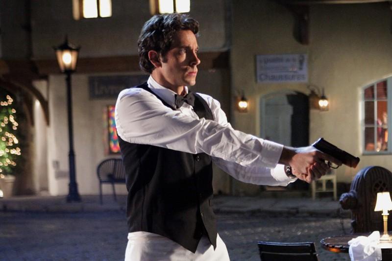 Chuck (Zachary Levi) in azione in un momento dell'episodio Chuck Versus the Other Guy