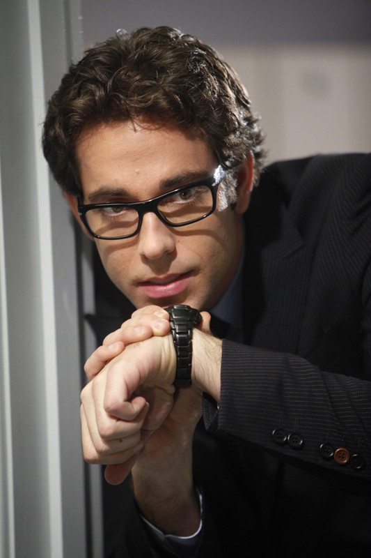 Chuck (Zachary Levi) in una missione da spia nell'episodio Chuck Versus the Final Exam