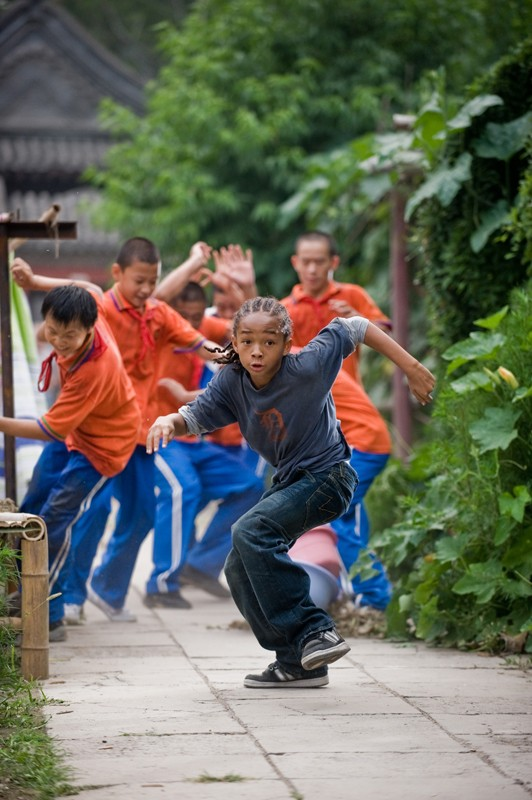 Dre (Jaden Smith) in fuga nel film Karate Kid