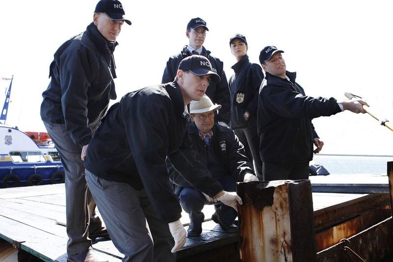 Tutta la squadra a lavoro nell'episodio Moonlighting di N.C.I.S.