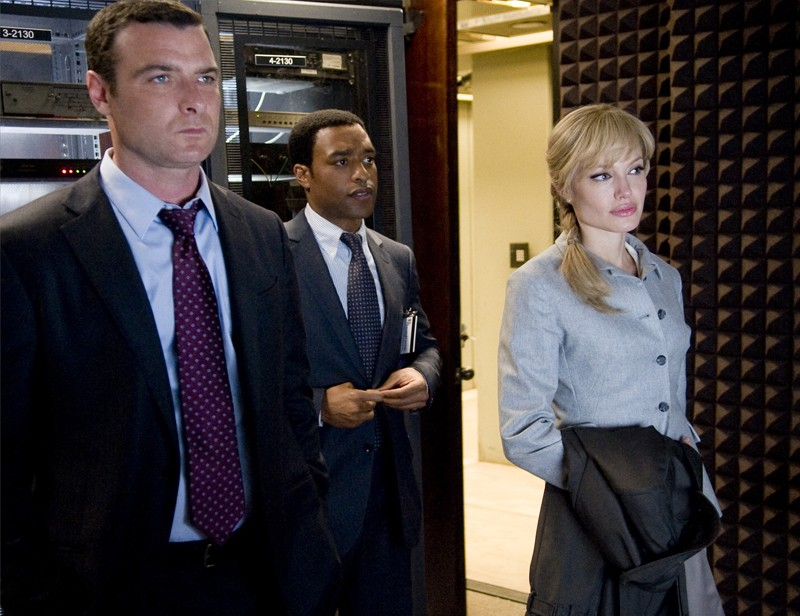 Winter (Liev Schreiber), Peabody (Chiwetel Ejiofor) e Evelyn Salt (Angelina Jolie) nel film Salt, 2010