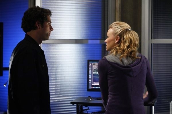 Zachary Levi e Yvonne Strahovski nell'episodio Chuck Versus the American Hero