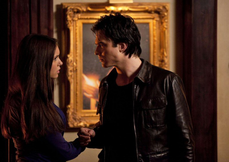 Elena (Nina Dobrev) e Damon (Ian Somerhalder) nell'episodio Blood Brothers di The Vampire Diaries