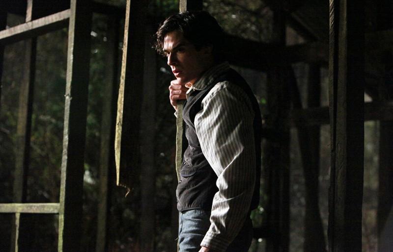 Un ancora umano Damon (Ian Somerhalder) nell'episodio Blood Brothers di The Vampire Diaries