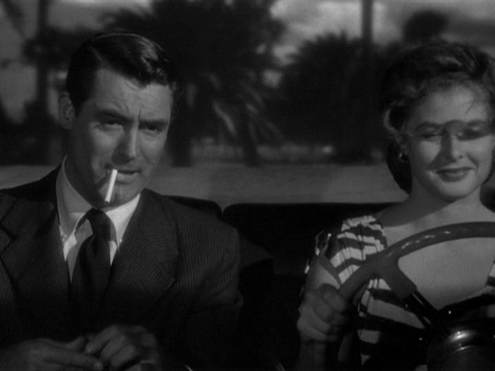 Cary Grant in auto con Ingrid Bergman in una scena del film Notorious - L\'amante perduta