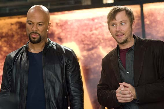 Common e Jimmi Simpson in una scena del film Date Night