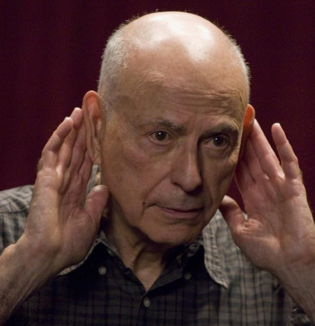 Primo piano di Alan Arkin dalla commedia City Island