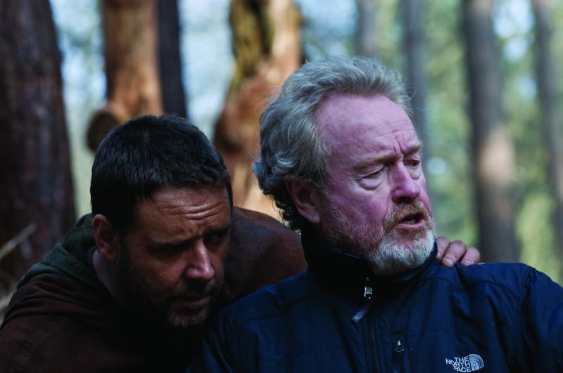 Russell Crowe e il regista Ridley Scott sul set del film Robin Hood