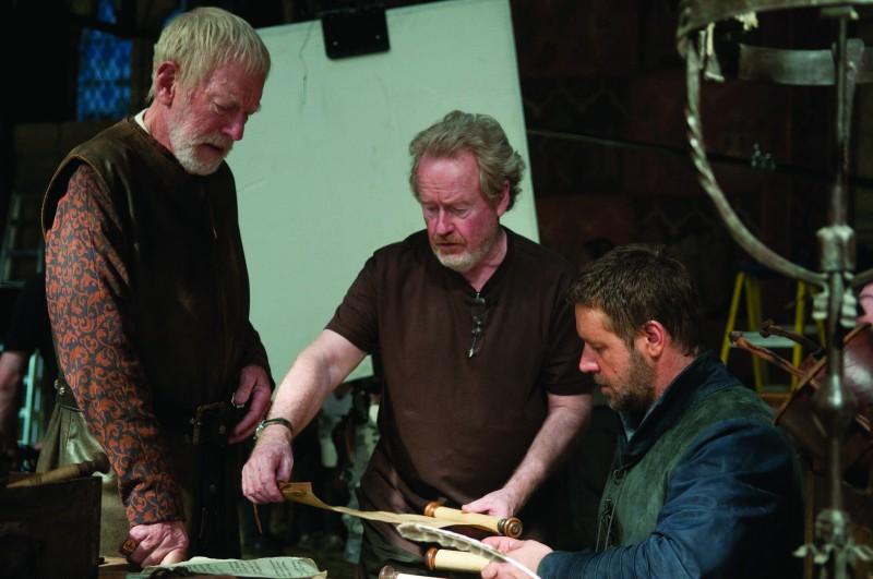 Russell Crowe e Max von Sydow  con il regista Ridley Scott sul set del film Robin Hood
