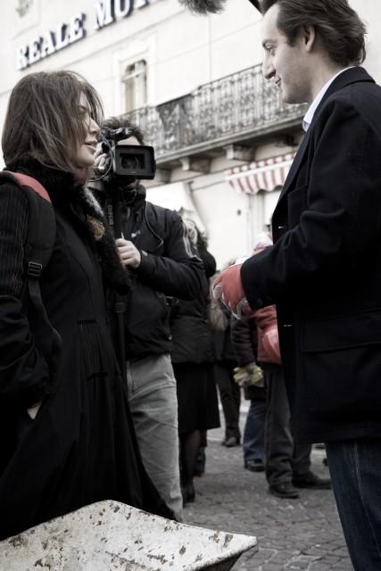 Sabina Guzzanti sul set del film Draquila - L'Italia che trema