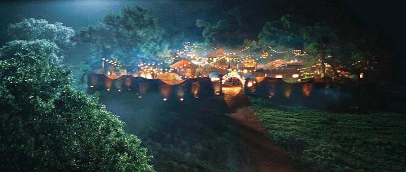 Un'immagine del paesaggio circense del film Aiuto Vampiro