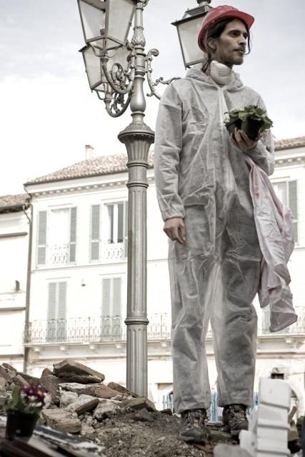 Un'intensa scena del film Draquila - L'Italia che trema di Sabina Guzzanti