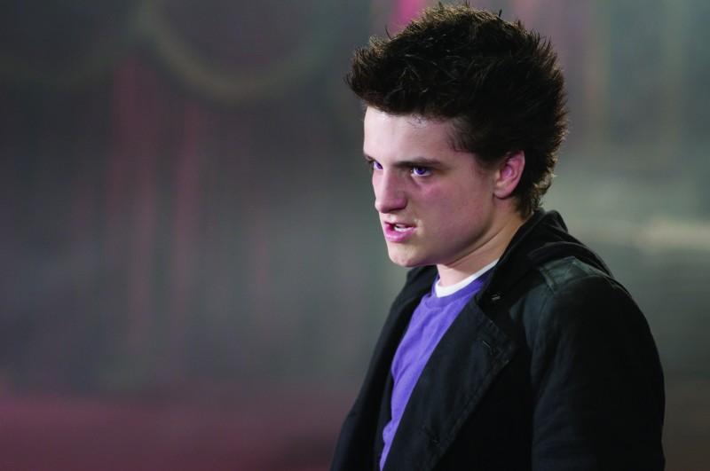 Un irriconoscibile Chris Massoglia nel film Aiuto Vampiro