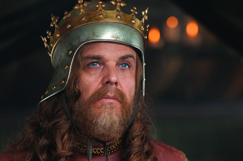 Un irriconoscibile Danny Huston nel film Robin Hood (2010)