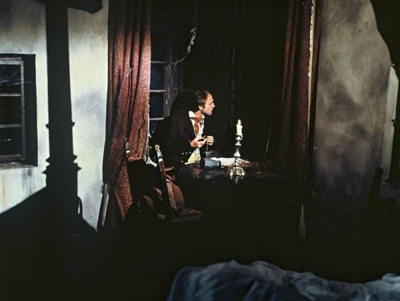 Bruno Ganz in una scena del film Nosferatu, principe della notte