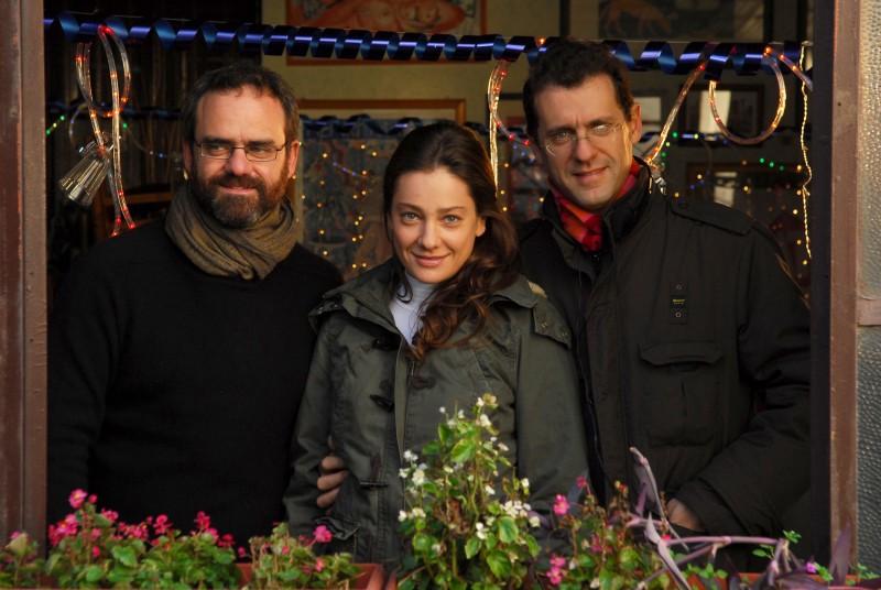 Giovanna Mezzogiorno con Dino e Filippo Gentili, registi del film Sono viva