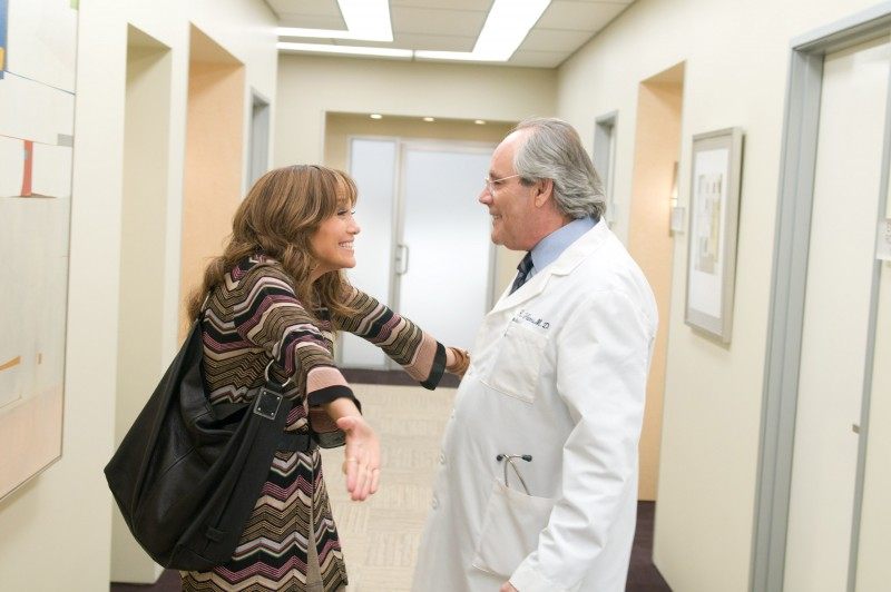 Jennifer Lopez e Robert Klein in una scena della commedia Piacere, sono un po' incinta