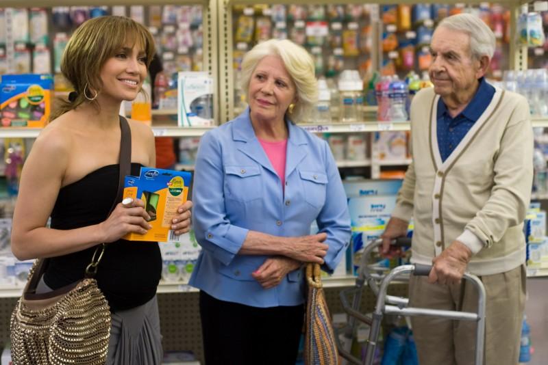 Jennifer Lopez, Linda Lavin e Tom Bosley in una scena della commedia Piacere, sono un po' incinta