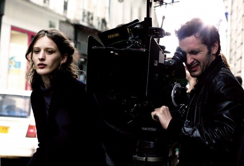 Mia Hansen-Løve sul set del suo film Le père de mes enfants
